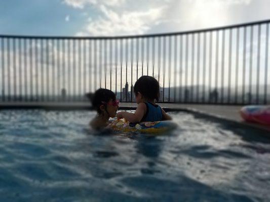 子供用の浅いプール